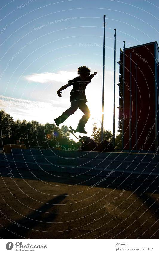 kickflip in the sun Kickflip Salto Trick Stunt springen Aktion Sport Stil Skateboarding Licht Dynamik Funsport street Parkdeck siluette Treppe Schatten