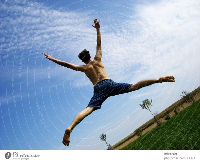 Everyday Good Fröhlichkeit Gras grün schön Freude springen alles klar frei sich frei fühlen Begeisterung blau Himmel Schulklasse Leben Klarheit
