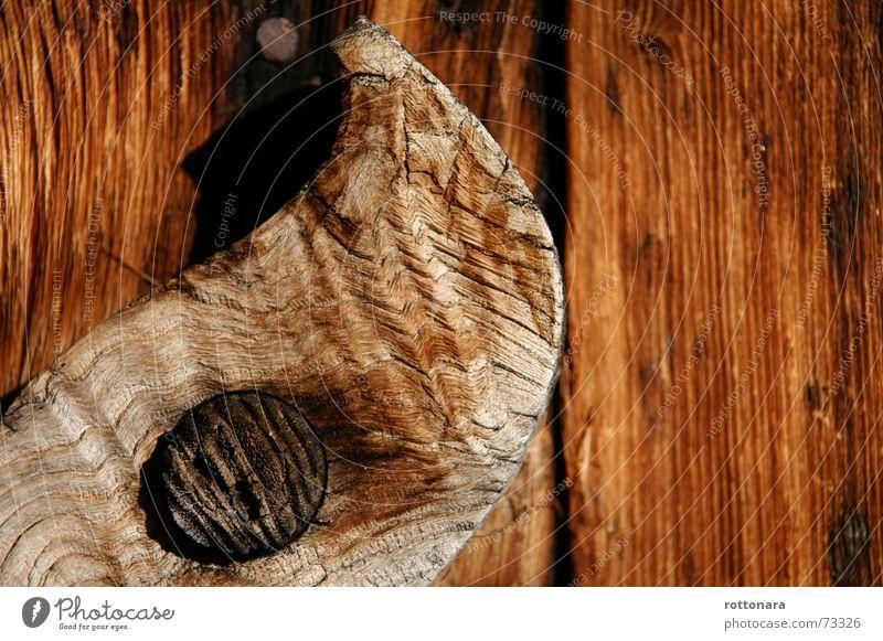 Gran Majuns alt Baum Wiese Holz braun hoch rund Italien Bauernhof Scheune Alm Südtirol selbstgemacht Dolomiten Verschluss Lärche