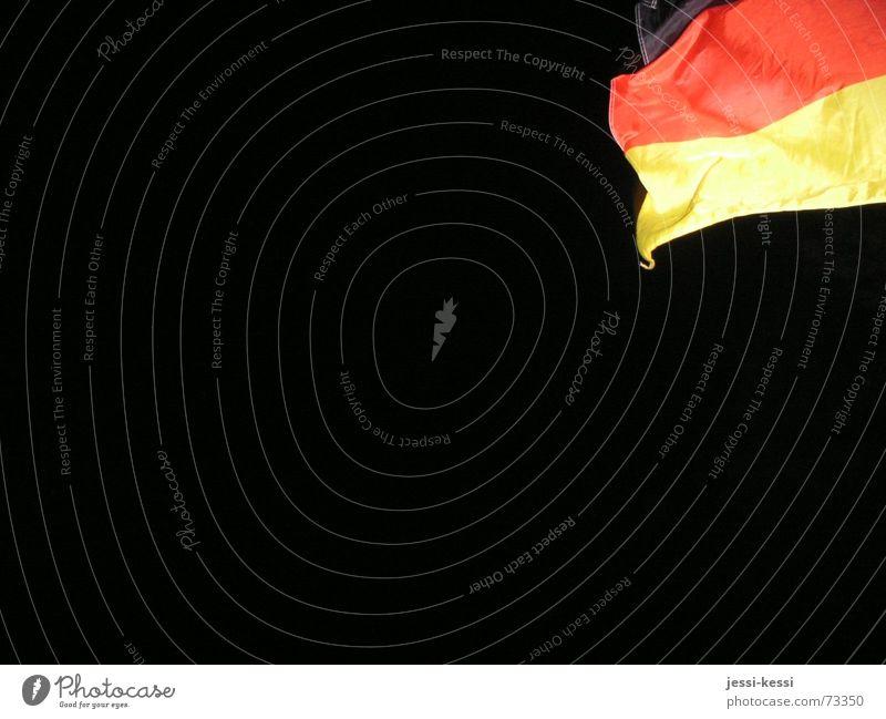 fanmeile berlin Weltmeisterschaft Fahne Nacht wm deutschland fanmeile nacht fahne schwarz-rot-gold Straße des 17. Juni Deutsche Flagge Deutschland