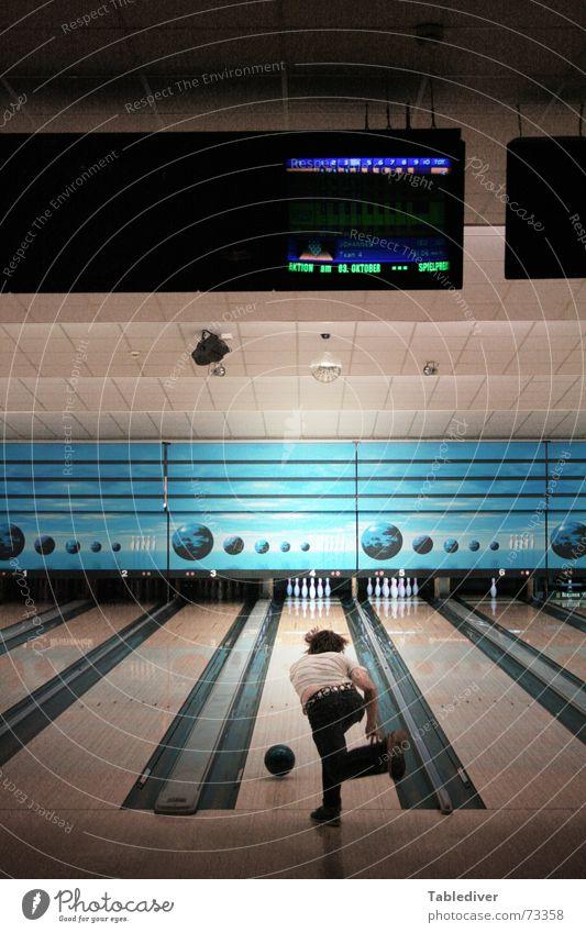 10 Freunde Bowling Kegeln Bowlingkugel schieben bowlen kegelbahn Ball Kugel strike werfen Rolle Anzeige