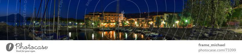 nächtliche Breitseite träumen groß Romantik Spaziergang Hafen Panorama (Bildformat) Gardasee