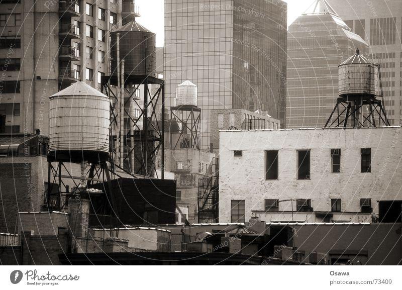 Familie Wassertank Gebäude Ordnung chaotisch New York City