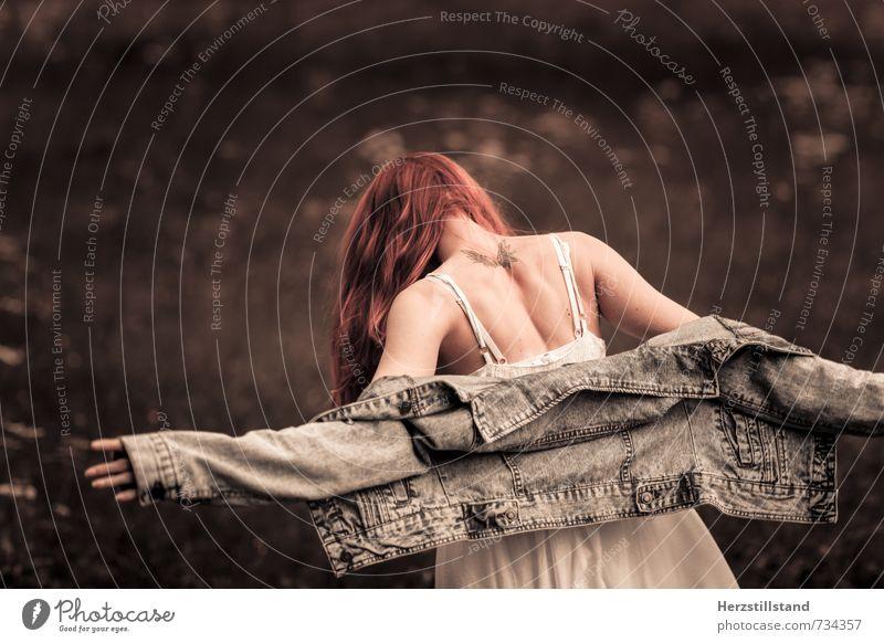 frei sein Mensch Jugendliche Junge Frau 18-30 Jahre schwarz Erwachsene feminin Haare & Frisuren natürlich braun Mode träumen orange Rücken Wandel & Veränderung