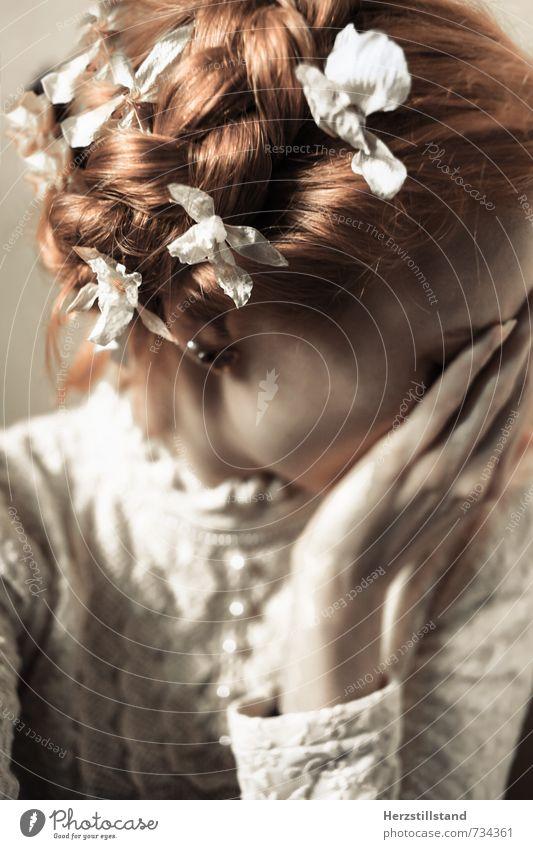forever is a long time Mensch feminin Junge Frau Jugendliche Haare & Frisuren Hand 1 18-30 Jahre Erwachsene Ohrringe rothaarig langhaarig Zopf Gefühle Akzeptanz