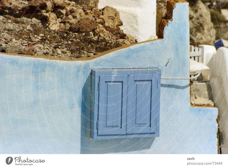 Kastensystem blau Wand Mauer verrückt Sicherheit Elektrizität Handwerk Ruine Griechenland Santorin Holzkiste