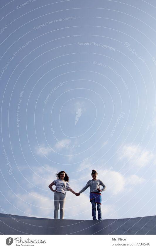 friendship Lifestyle feminin Mädchen Freundschaft 2 Mensch 8-13 Jahre Kind Kindheit Umwelt Himmel Schönes Wetter Bauwerk Zusammensein Glück Vertrauen