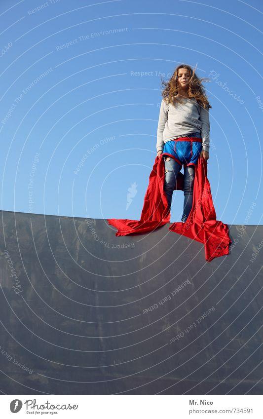 was ? Lifestyle Halfpipe feminin Mädchen 1 Mensch 8-13 Jahre Kind Kindheit Wolkenloser Himmel Schönes Wetter Bauwerk Gebäude Mauer Wand Stoff blond langhaarig