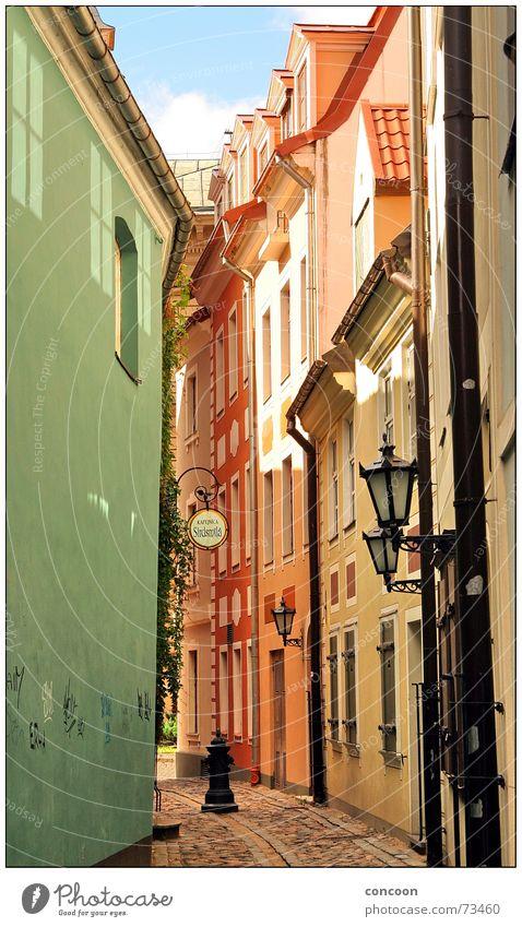 Riga Cobbled Streets II Gasse eng Licht Herbst Lettland Kopfsteinpflaster Osteuropa