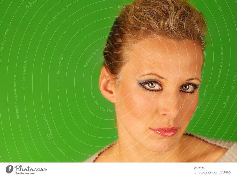 Green Room 3 Frau Beautyfotografie Model Kosmetik Schminken Porträt grün Achtziger Jahre Stil babe Auge Lampe