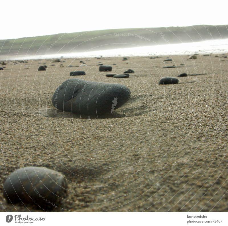 Steine am Strand Freiheit Zufriedenheit Nebel Europa harmonisch Republik Irland Gischt verwaschen