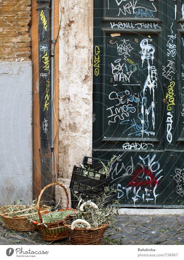 ROMA - Palmsonntag vor der Tür Ferien & Urlaub & Reisen Tourismus Ausflug Sommer Sträucher Grünpflanze Rom Italien Europa Fassade Stein Holz Zeichen