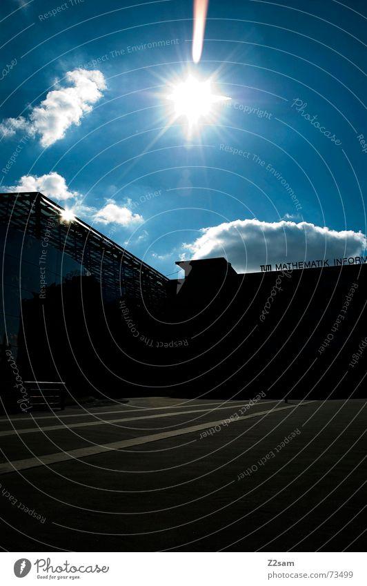 sunning yard Platz Haus Gebäude Linie Bauernhof Schulhof Sonne Himmel blau tu siluette Strukturen & Formen