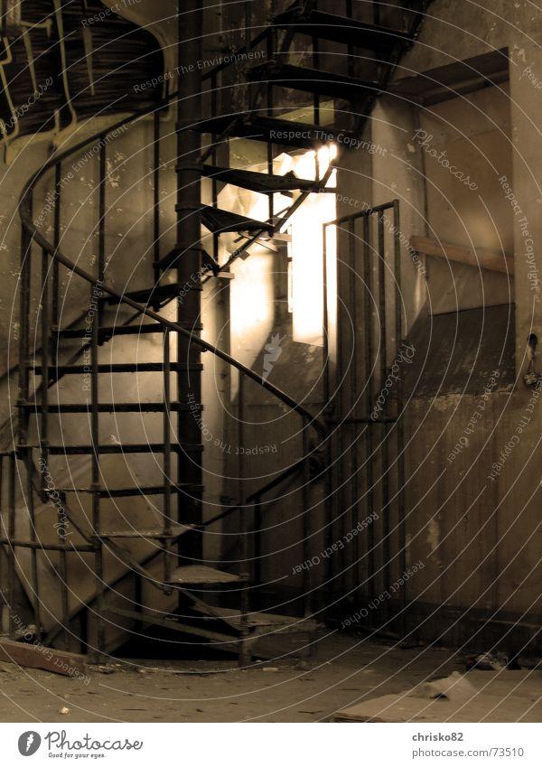 Wendeltreppe Eisen Stahl Etage Treppe Geländer Sepia Industriefotografie Lagerhalle