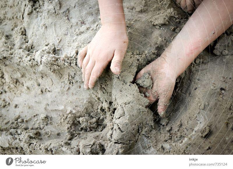 buddeln || Mensch Kind Ferien & Urlaub & Reisen Hand Freude Leben Gefühle Spielen Sand Freizeit & Hobby Lifestyle Kindheit einfach Kreativität Bildung Kleinkind