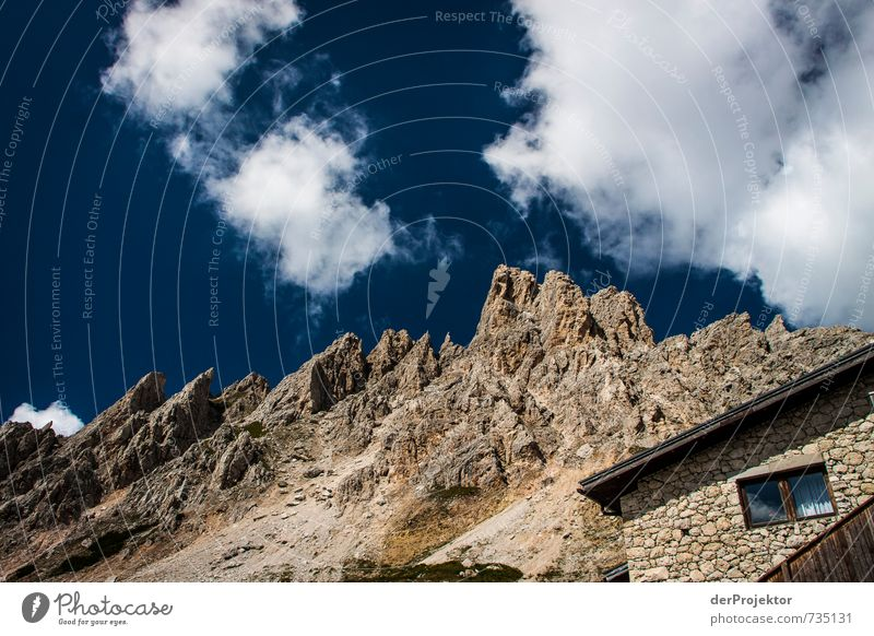 Übergangslos mit Panoramausblicksfenster Natur Ferien & Urlaub & Reisen weiß Sommer Landschaft Wolken Freude Ferne Umwelt Berge u. Gebirge Gefühle Autofenster