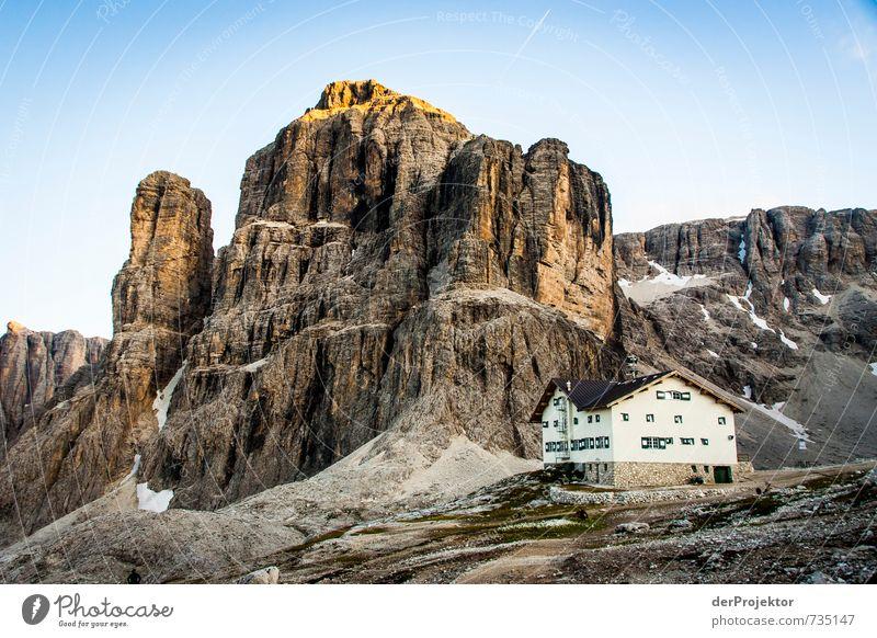 Klein und Groß (andere Perspektive) Natur Sommer Landschaft Ferne Umwelt Berge u. Gebirge Gefühle Freiheit Felsen Tourismus wandern Schönes Wetter Ausflug