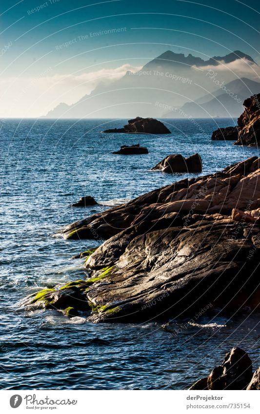 Felsig bis Bergig mit einem Schuß Meer Natur Ferien & Urlaub & Reisen Pflanze Sommer Landschaft Wolken Ferne Umwelt Berge u. Gebirge Gefühle Küste Freiheit