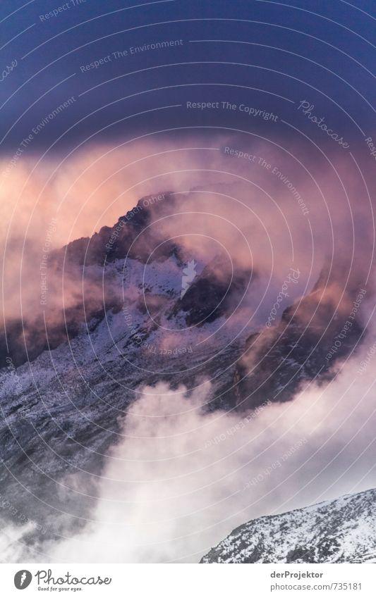 Lila Wolken Natur Ferien & Urlaub & Reisen Pflanze Sommer Landschaft Wolken Ferne Umwelt Berge u. Gebirge Gefühle Freiheit Felsen Freizeit & Hobby Kraft Tourismus wandern