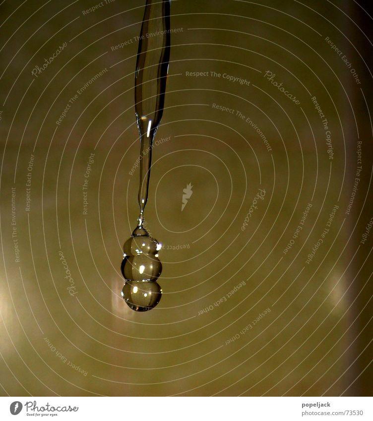 Schwabbeltropfen Wasser glänzend nass Wassertropfen Bad Sauberkeit feucht Unter der Dusche (Aktivität)