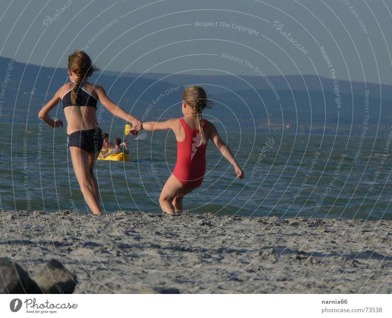 Komm' mit ins Wasser Mädchen Sommer Freude Ferien & Urlaub & Reisen Sand Küste Schwimmen & Baden Plattensee
