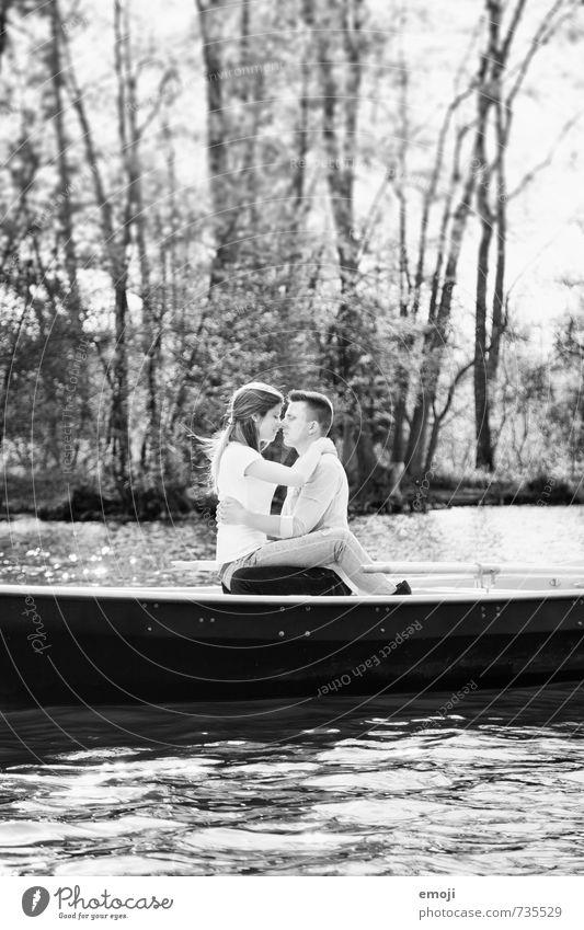 () maskulin feminin Junge Frau Jugendliche Junger Mann Paar 2 Mensch 18-30 Jahre Erwachsene See schön Bootsfahrt Ruderboot Liebespaar Verliebtheit