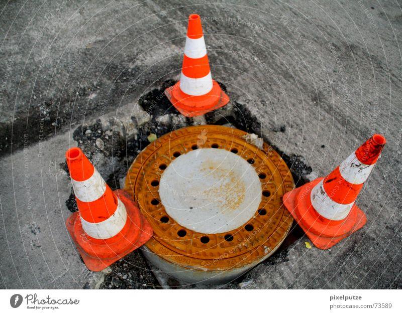 bermuda Straße 3 gefährlich bedrohlich Baustelle Hut Barriere Respekt Gully Abwasserkanal Dreieck Signal Abdeckung Straßenbau Warnfarbe