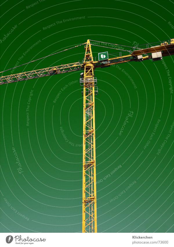 Neue Welt Kran Baukran Hintergrundbild grün Baustelle Lastkran Arbeiter gelb Arbeit & Erwerbstätigkeit produzieren stark Kraft grün-gelb Himmel bauen Landschaft
