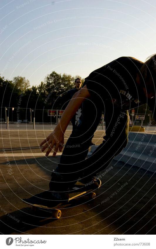 catch the board Sport springen Stil Treppe Aktion Skateboarding Dynamik Salto Trick Funsport Parkdeck Stunt Kickflip