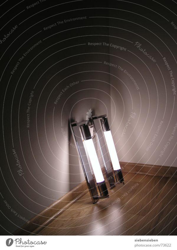 Nächtens hört ich's Munkeln Lampe Leben dunkel hell Raum Beleuchtung Wohnung modern Häusliches Leben Innenarchitektur Wohnzimmer erleuchten Neonlicht Haushalt Aufenthalt Lichteinfall