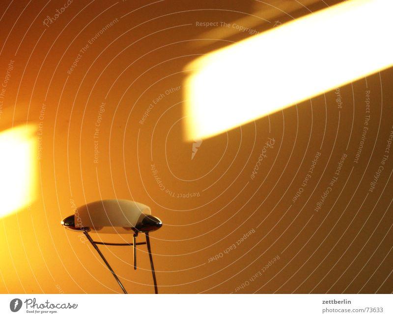 Lampe und Licht Schreibtisch Tisch Büro Streiflicht