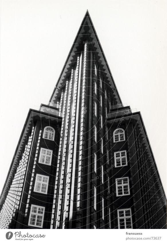 chile Haus dunkel Fenster Stein braun Kunst Architektur Hamburg Dach Spitze Backstein Zwanziger Jahre Expressionismus
