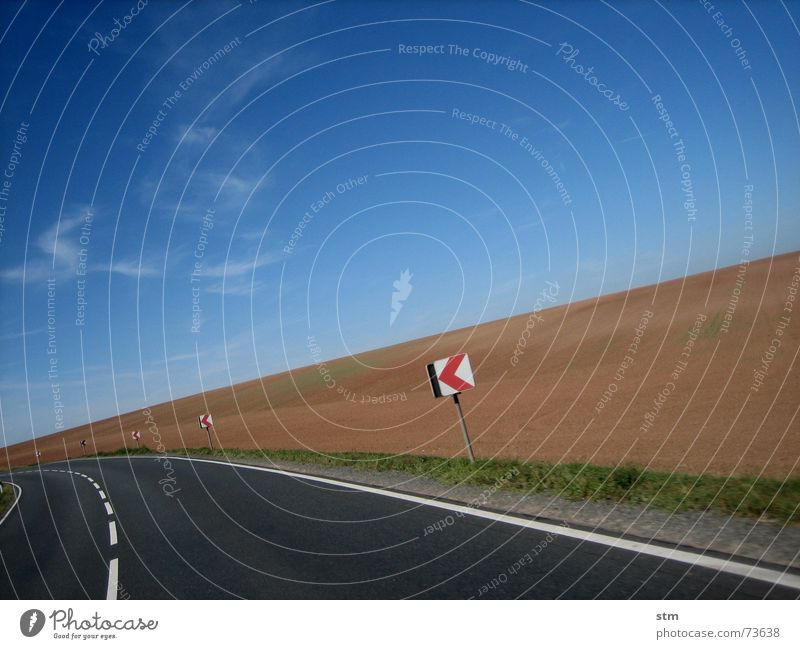 roadmovie 12 Himmel Ferien & Urlaub & Reisen Wolken Ferne Straße Denken Feld Schilder & Markierungen Verkehr Kurve links unterwegs abbiegen