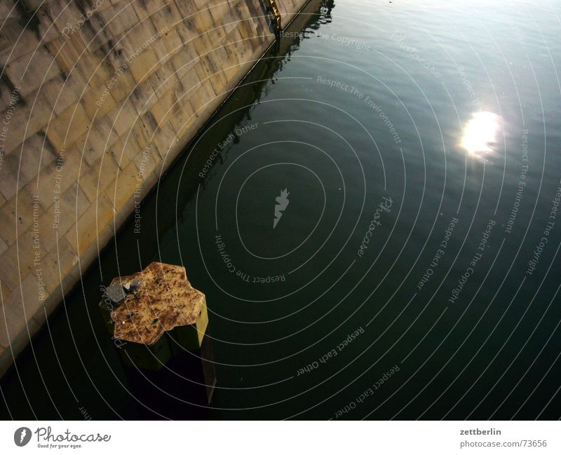 Landwehrkanal Anlegestelle Mole Mauer Poller Reflexion & Spiegelung Ausflugsschiff der_kai larl liebknecht rosa luxemburg Wasser Sonne reflektion Wasserfahrzeug