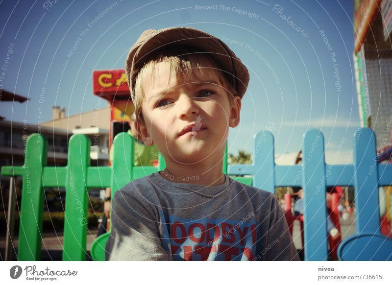 kleiner Junge auf dem Rummelplatz Strand Meer Entertainment Jahrmarkt maskulin Kind Kindheit Kopf Haare & Frisuren Gesicht 1 Mensch 3-8 Jahre Himmel Wolken