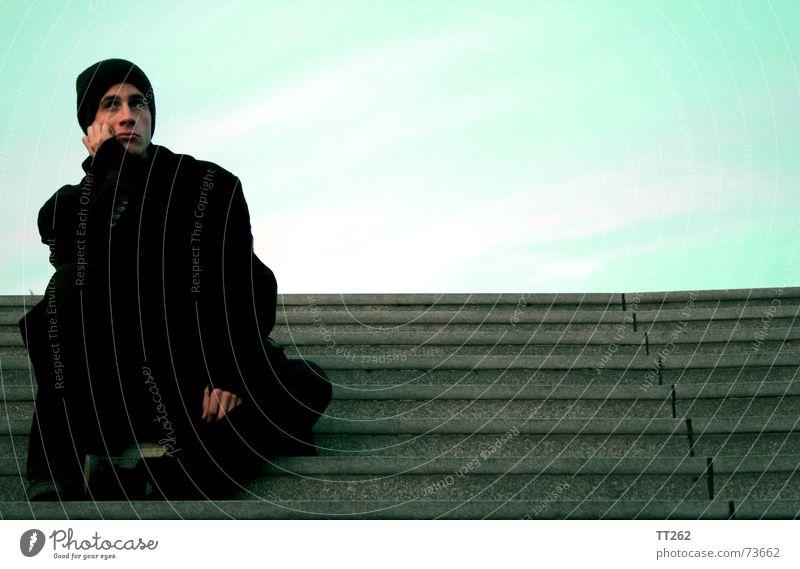 was mach ich nur?! Denken kalt Einsamkeit Treppe ausdruckslos nachdenken Himmel