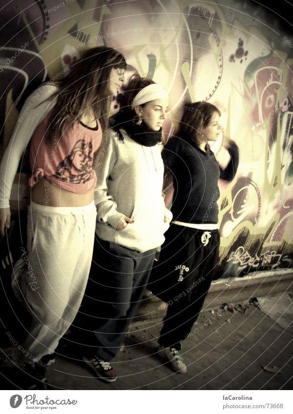 stylaz Berlin Wand Mauer Graffiti Tanzen Körperhaltung Lagerhalle Tänzer Hiphop Kabelwerk Oberspree