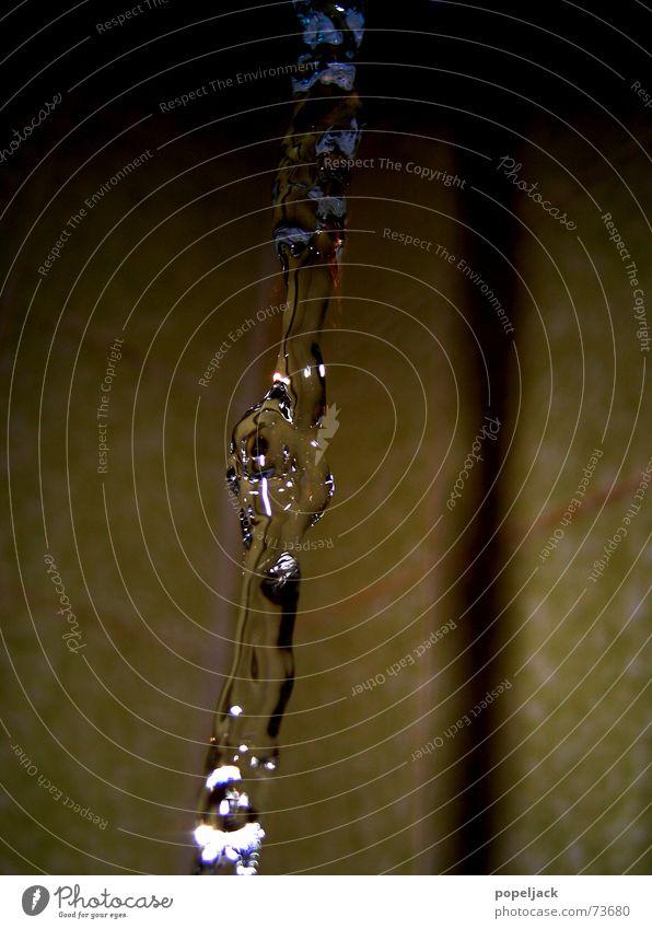 one moment in time Wasser kalt glänzend Wassertropfen nass Bad Klarheit Fliesen u. Kacheln Strahlung feucht Säule sanitär Sanitäranlagen