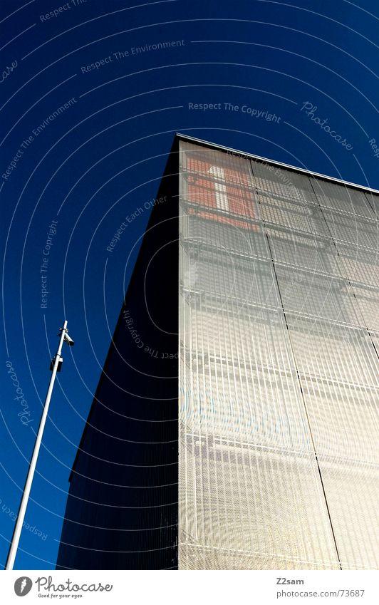 one_tower Gebäude Haus Quadrat parallel glänzend 1 Himmel Richtung Perspektive Laterne Sauberkeit Turm cube silber sky blau oben clean Metall