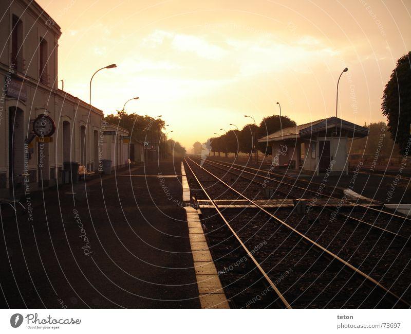 einsamer bahnhof Ferien & Urlaub & Reisen Einsamkeit Sehnsucht Station Frankreich Bahnhof Heimat