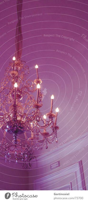 Chandelier Lifestyle Reichtum Stil Design Innenarchitektur Dekoration & Verzierung Lampe Feste & Feiern Glas Kristalle glänzend Kitsch violett ästhetisch Wand
