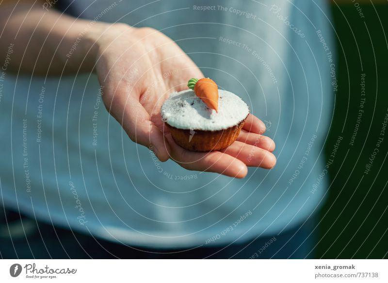 Muffin Mensch Hand Spielen Lifestyle Feste & Feiern Lebensmittel Freizeit & Hobby Geburtstag Ernährung Lebensfreude Hochzeit Süßwaren Bioprodukte trendy Dessert