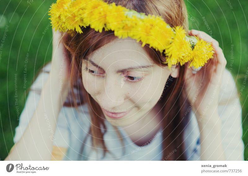 Löwenzahnkranz Mensch Kind Jugendliche Ferien & Urlaub & Reisen schön Sommer Sonne Junge Frau 18-30 Jahre gelb Erwachsene feminin Spielen Stil Haare & Frisuren