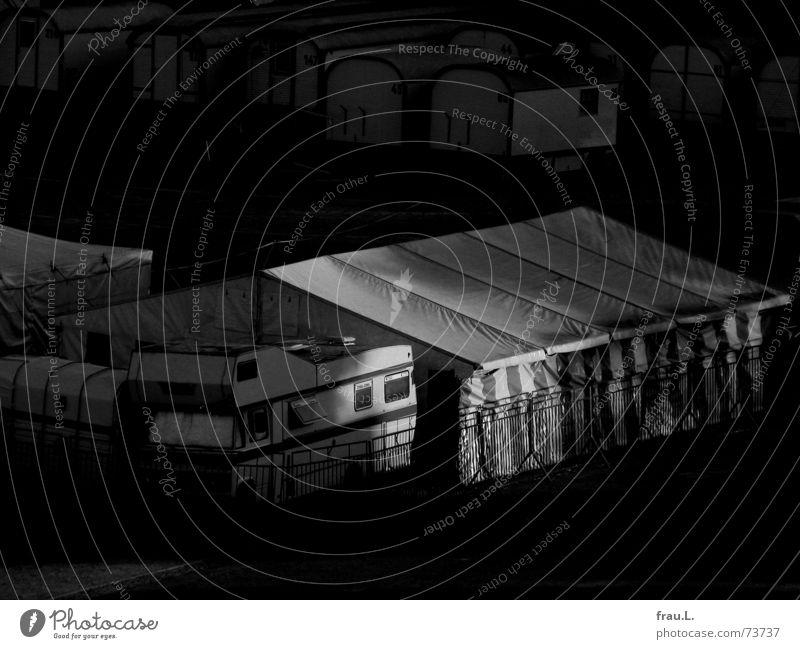 Zirkus Tier PKW Arbeit & Erwerbstätigkeit Freizeit & Hobby Häusliches Leben KFZ Zaun Stadtteil Zelt Artist rückwärts Zirkus Wohnwagen Wagen privat Wohnmobil