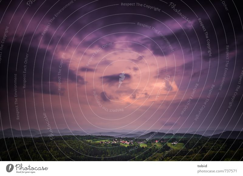 Schlimmes Wetter Himmel Natur grün Pflanze Einsamkeit Landschaft Ferne dunkel Wald Berge u. Gebirge Horizont rosa Luft bedrohlich Urelemente Abenteuer