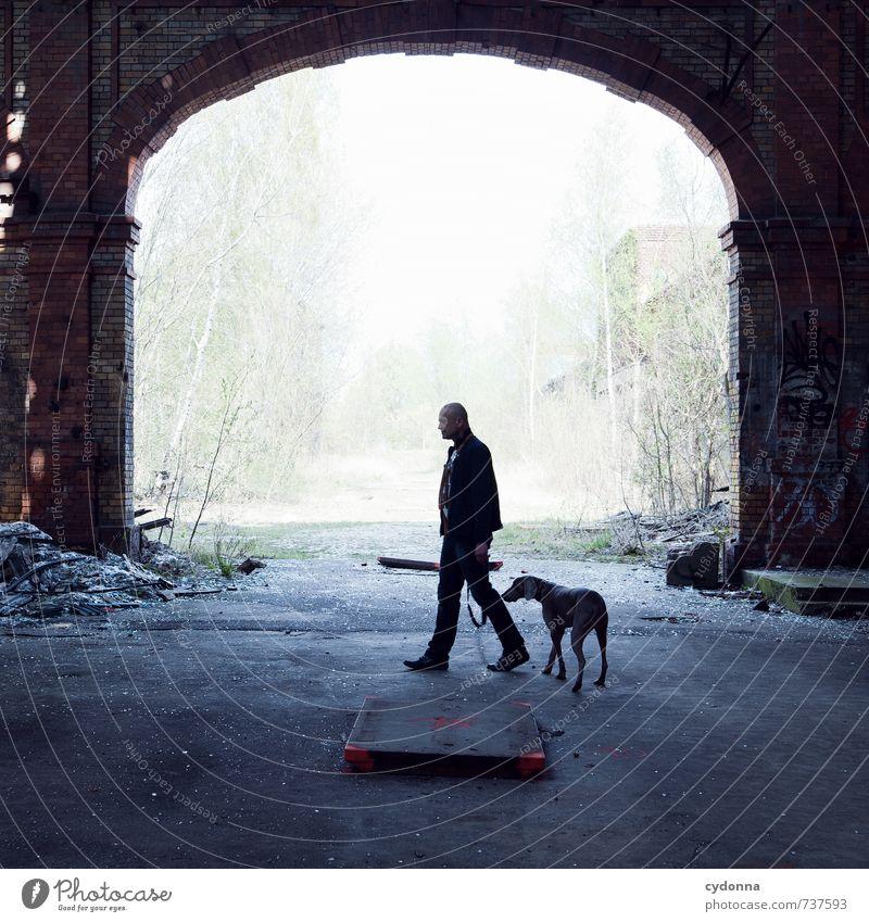 HALLE/S TOUR | Laufen lassen Leben Mensch Mann Erwachsene 45-60 Jahre Umwelt Natur Fabrik Ruine Tor Hund Senior Stress Bewegung Partnerschaft Einsamkeit