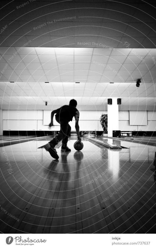 bowling Lifestyle sportlich Freizeit & Hobby Spielen Bowling Sport Bowlingbahn Junge Junger Mann Jugendliche Kindheit Leben Körper 1 Mensch 8-13 Jahre