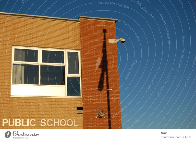 hitzefrei Kanada Toronto Fenster Gebäude Schule public school blau Schönes Wetter Schatten Schulgebäude