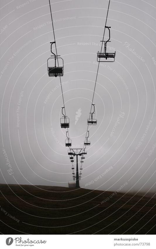 wo ist der schnee hin ? Sessel Sesselbahn Sommer Winter Wolken dunkel schlechtes Wetter Alpen Berge u. Gebirge Strommast lage Paar paarweise