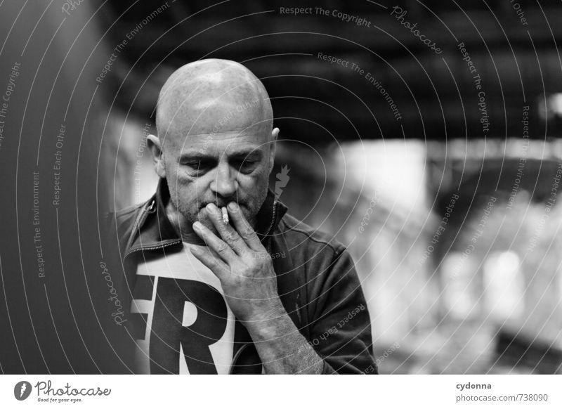 HALLE/S TOUR | Gedankenzug Lifestyle Gesundheit Rauchen Mensch Mann Erwachsene Leben 45-60 Jahre Architektur Senior Stress Beratung Erfahrung Gefühle